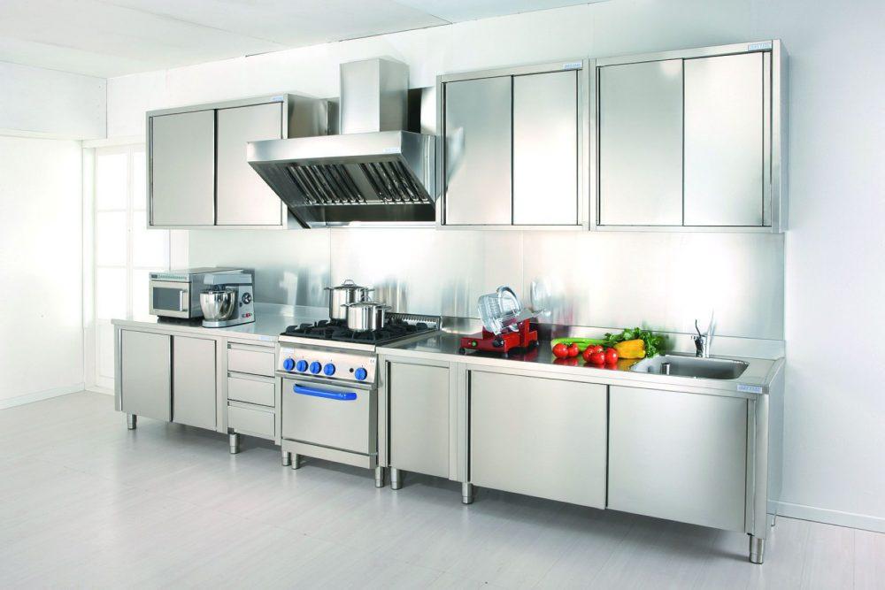 7 ventajas para preferir en la cocina el acero inoxidable for Mobili cucine professionali