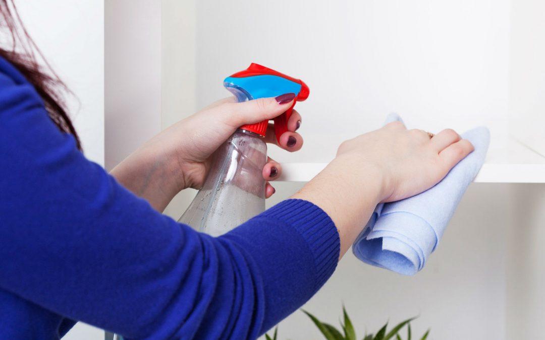 Cinco consejos para limpiar muebles de melamina
