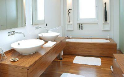 La madera brinda naturalidad en tu baño